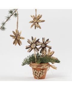 Christmas Stars from wooden Discs decorated with Glitter Glue