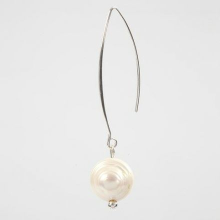 An Ear Hanger with a Freshwater Pearl