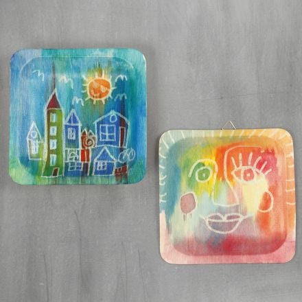Pictures on wooden plates with watercolours and drawing gum