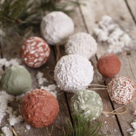 Christmas baubles with papier-mâché  pulp
