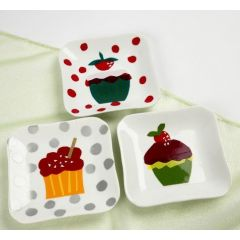 Cake Plates decorated with Cup Cakes