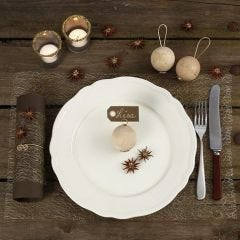 Decorating a Christmas Table with natural Materials