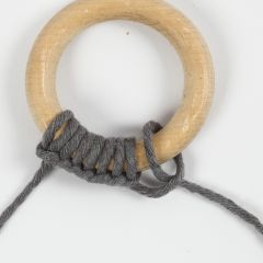 How to make a half hitch knot