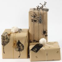Gift wrapping with wrapping Paper decorated with Prints